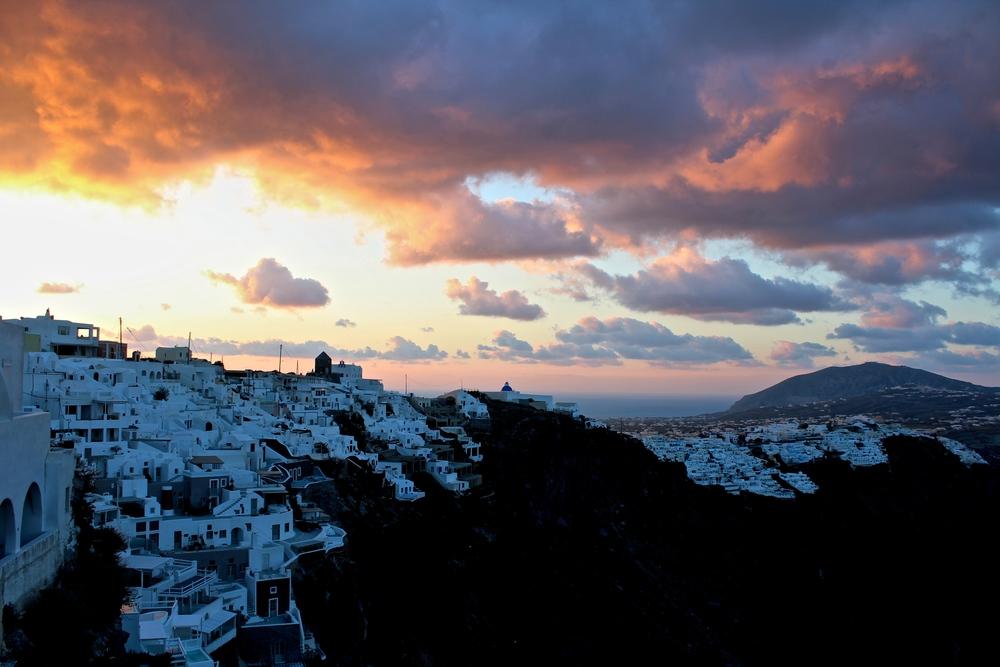 Sunrise on the white homed horizon