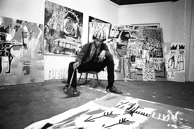 Pierre-Houles-Jean-Michel-Basquiat-in-his-studio_01.jpg