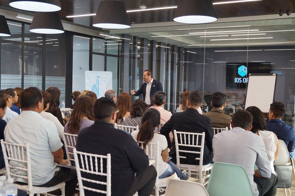 Un taller de finanzas impartido por Finamex en la Ciudad de México.