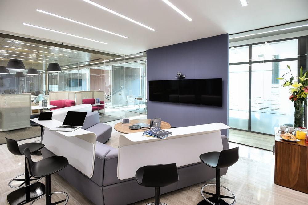 La sala Mediascape de IOS Virreyes en Ciudad de México. Ideal para una sesión de  brainstorming .