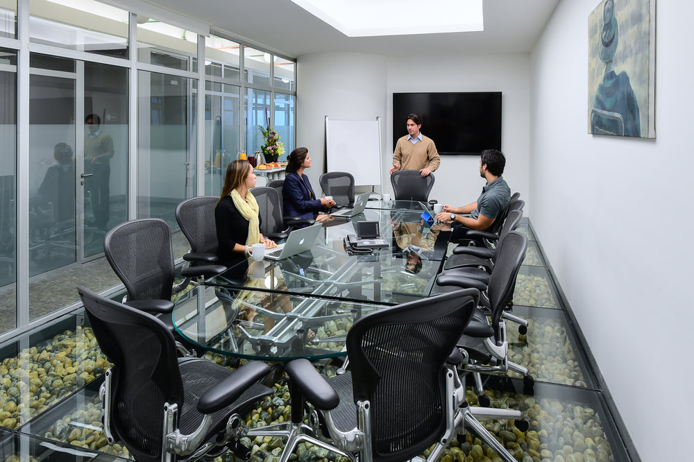 Renta-de-oficinas-equipadas-IOS-OFFICES-Malecon-Americas