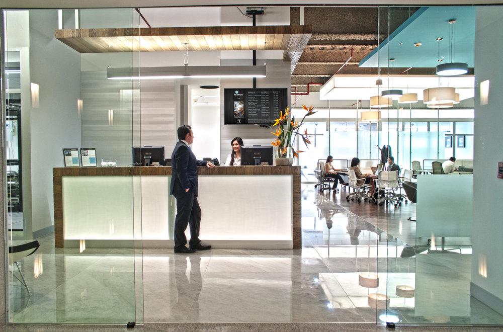 IOS OFFICES SANTA FE RECEPCIÓN 1.jpg
