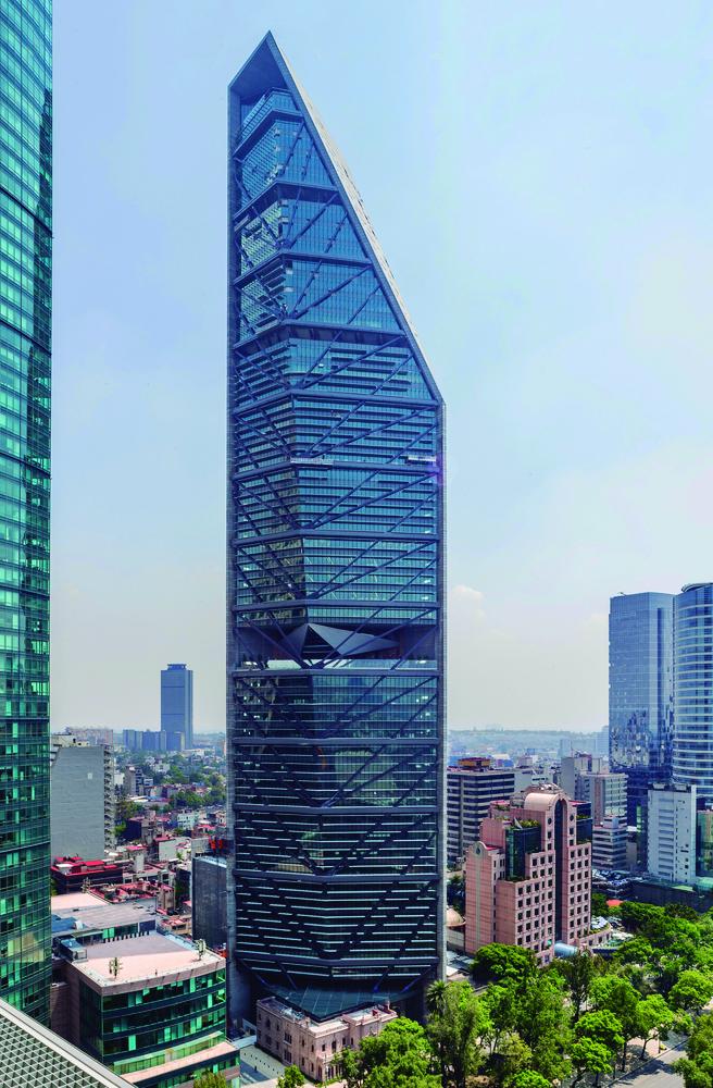 Torre_Reforma-_Oficinas-_Vista_frontal.jpg