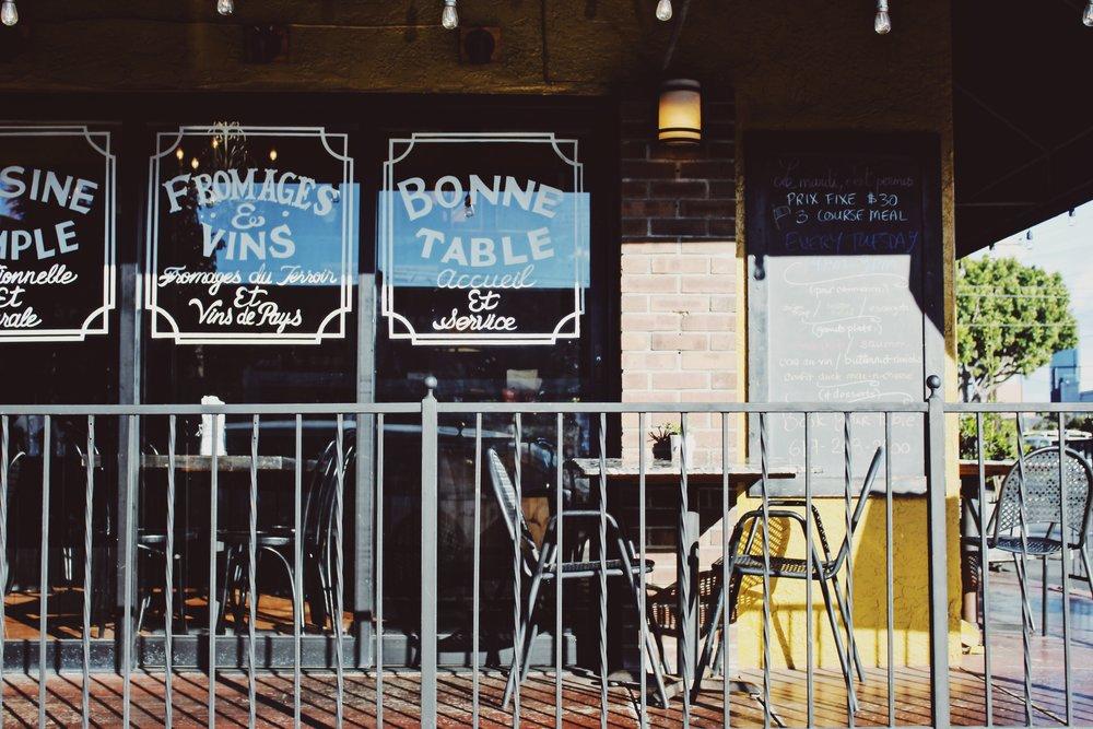 #50 Bonne Table.JPG