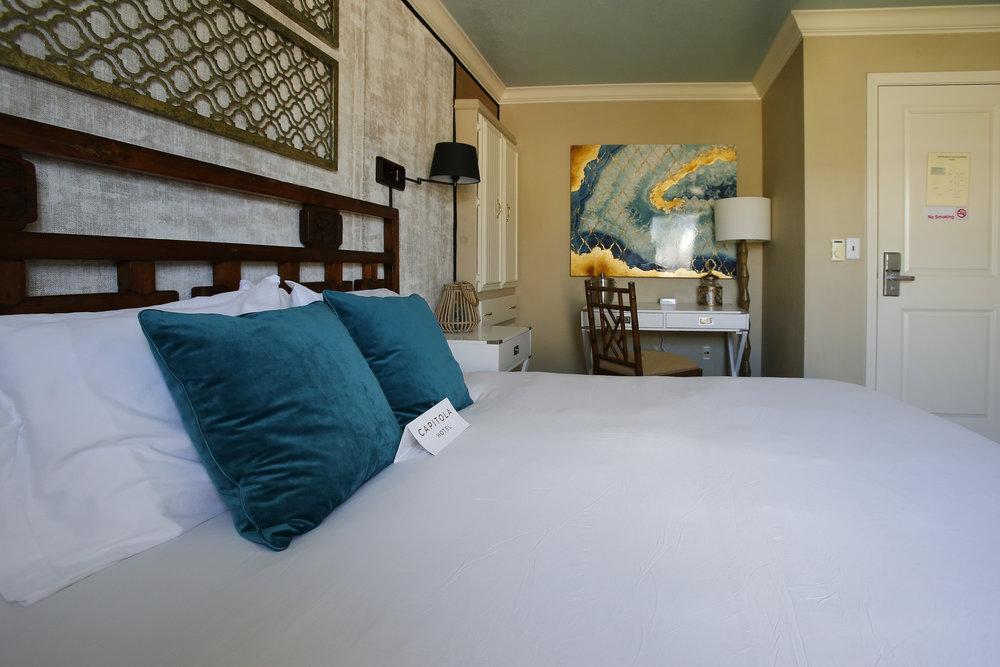 Bonaire across beddesk.jpg
