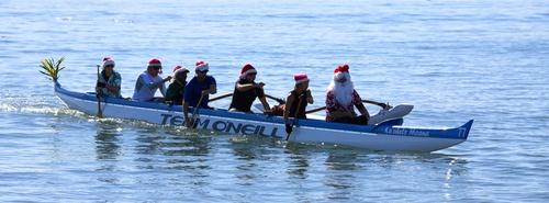 EventPhotoFull_Surfin' Santa arrives by Outrigger_005.jpg