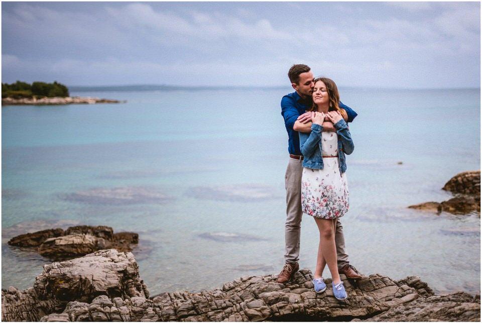 02 poroka porocni fotograf fotografiranje zaroka morje obala predporocno fotografiranje mali losinj (5).jpg