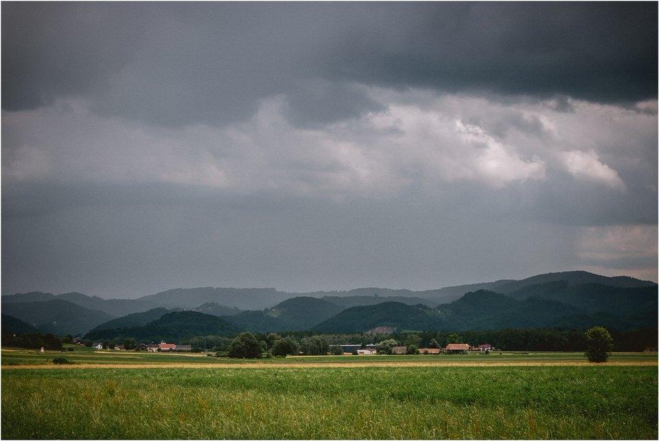 02 poroka dolenjska novo mesto slovenija porocni fotograf fotografiranje nika grega sentrupert dezela kozolcev (4).jpg