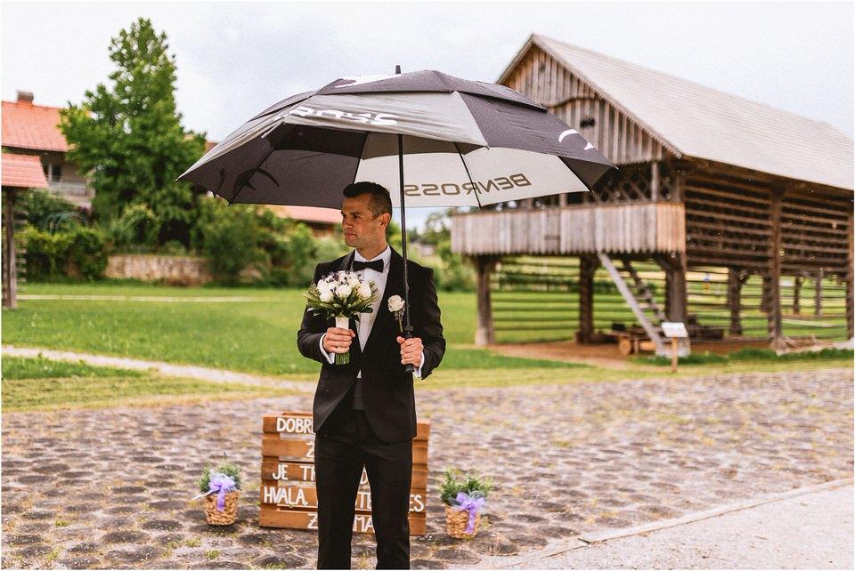 02 poroka dolenjska novo mesto slovenija porocni fotograf fotografiranje nika grega sentrupert dezela kozolcev (12).jpg