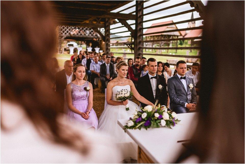 02 poroka dolenjska novo mesto slovenija porocni fotograf fotografiranje nika grega sentrupert dezela kozolcev (17).jpg