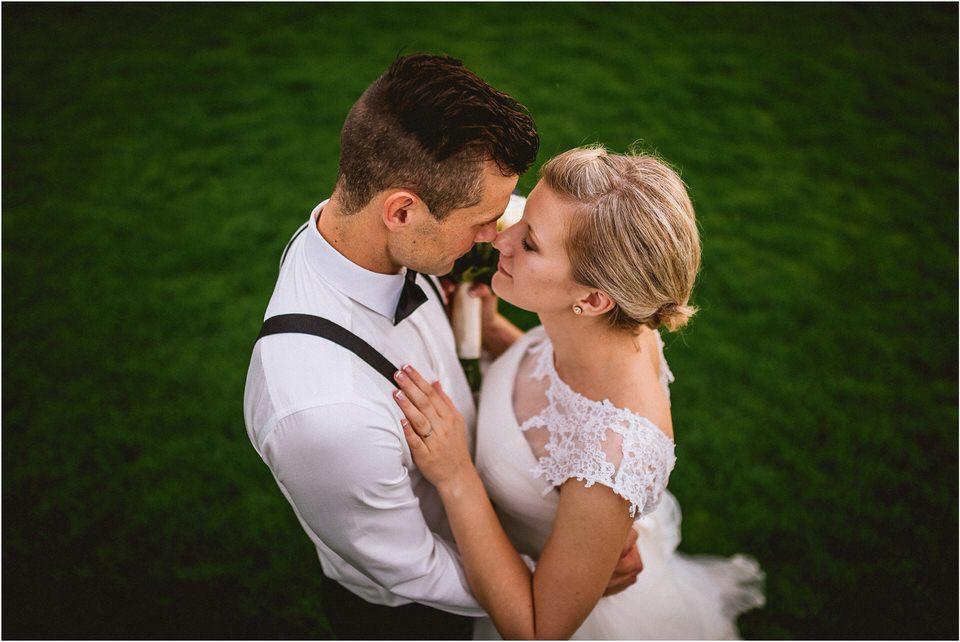 04 rustic barn wedding slovenia kozolec dezela kozolcev poroka zunaj novo mesto sentrupert prepih dolenjska slovenija (14).jpg