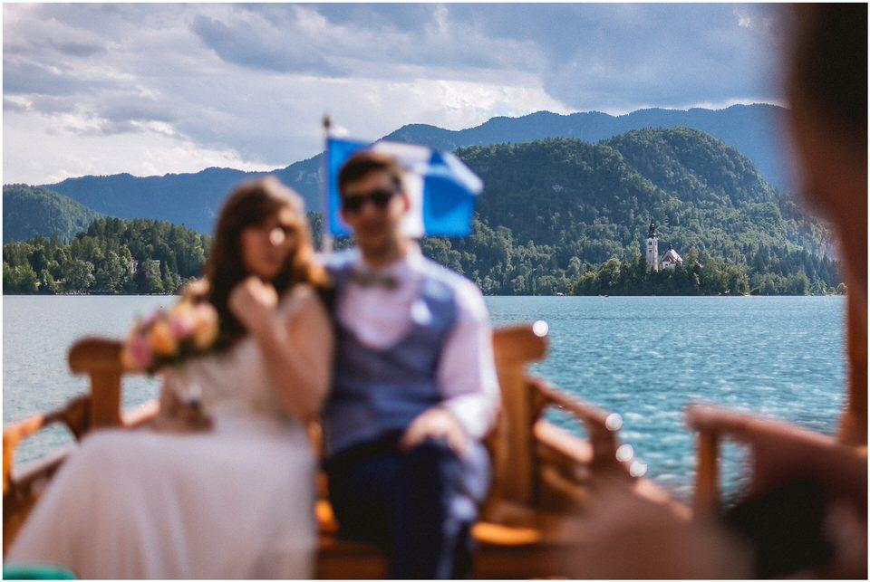 03 poroka bled otok porocni fotograf grega nika jezero maticni urad blejsko jezero pletna  (15).jpg