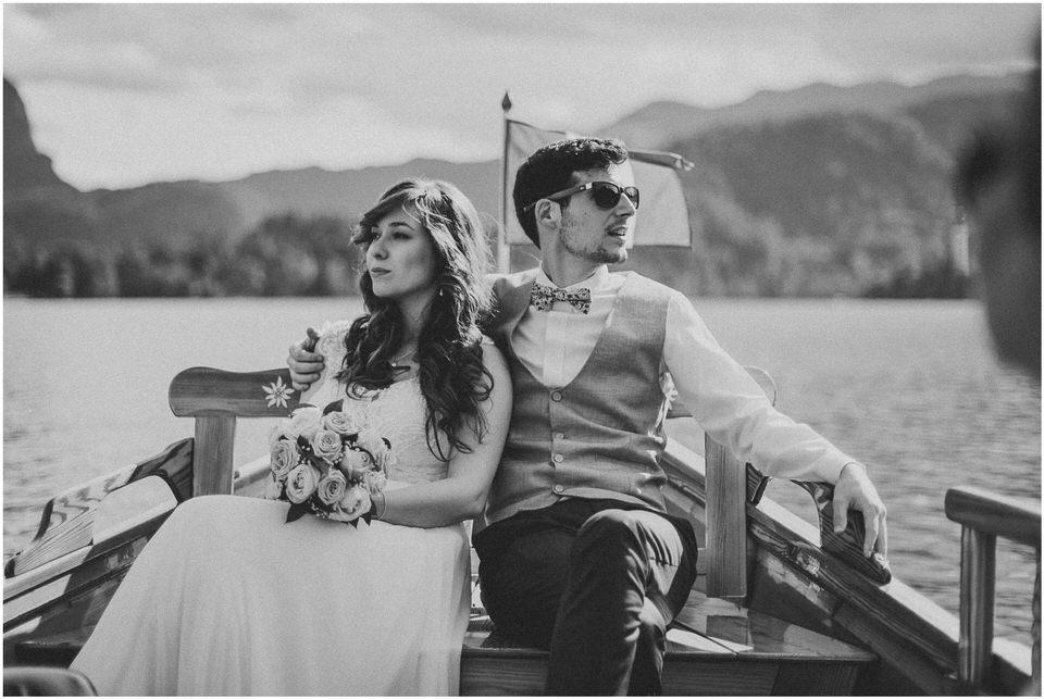 03 poroka bled otok porocni fotograf grega nika jezero maticni urad blejsko jezero pletna  (16).jpg
