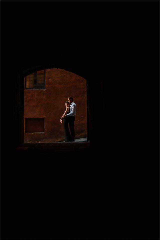 01 siena tuscany italy engagement anniversary wedding photographer photography candid toscana nika grega 006.jpg
