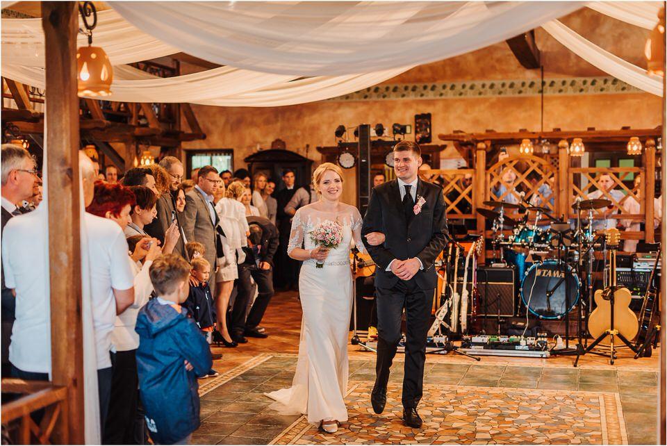 wedding slovenia dular kostanjek poroka porocni fotograf fotografiranje slovenia engagement rustic wedding romantic rustikalna poroka porocim se sentjernej 039.jpg