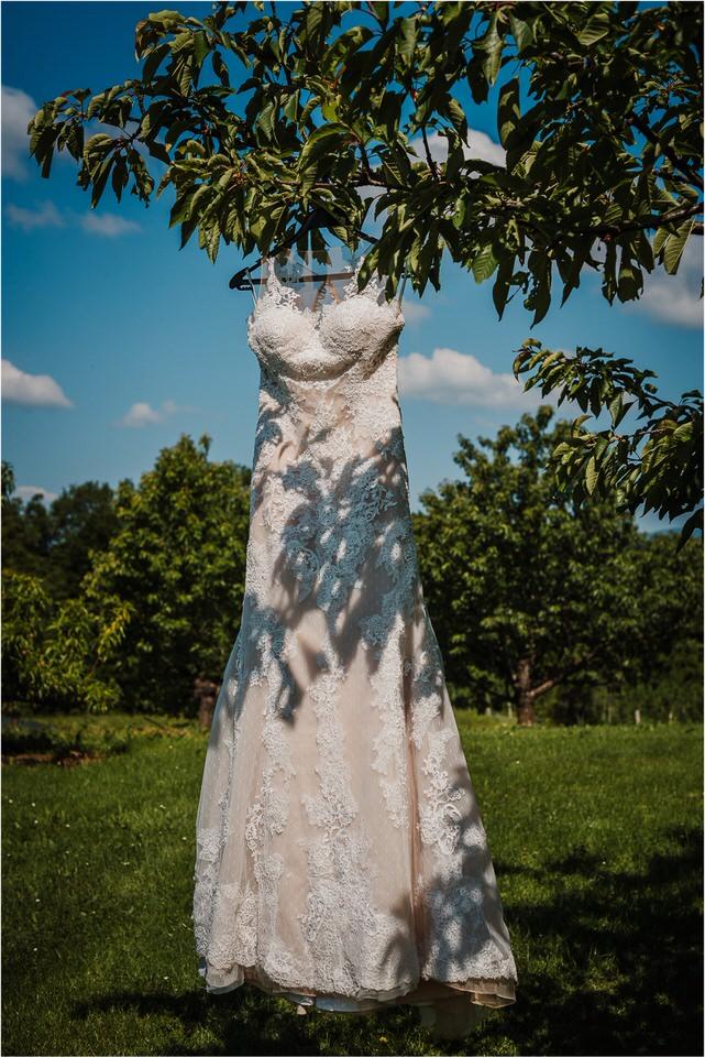 poroka vinski dvor deu maj spomlad porocni fotograf fotografiranje rustika romantika nika grega narava organska poroka zaroka slovenija 0001.jpg