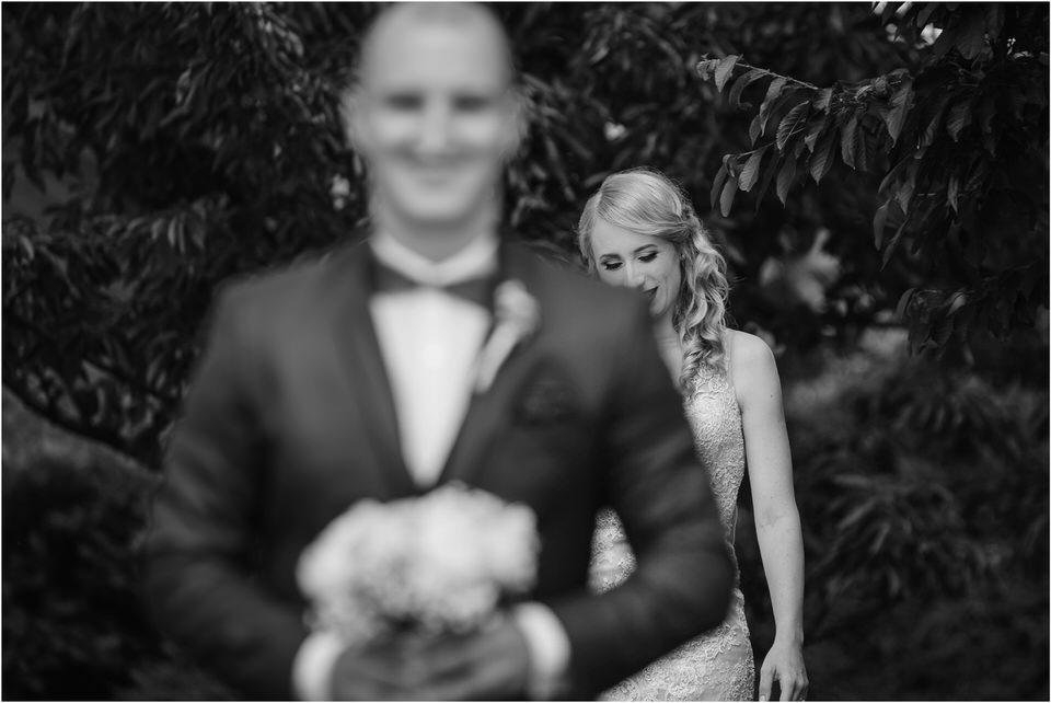 poroka vinski dvor deu maj spomlad porocni fotograf fotografiranje rustika romantika nika grega narava organska poroka zaroka slovenija 0023.jpg
