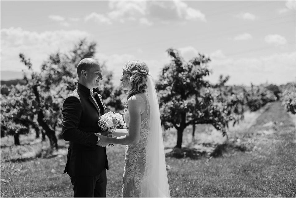 poroka vinski dvor deu maj spomlad porocni fotograf fotografiranje rustika romantika nika grega narava organska poroka zaroka slovenija 0025.jpg