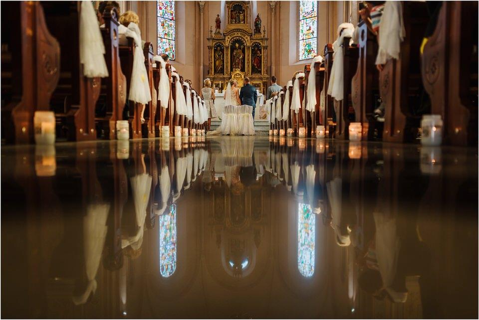 poroka vinski dvor deu maj spomlad porocni fotograf fotografiranje rustika romantika nika grega narava organska poroka zaroka slovenija 0030.jpg