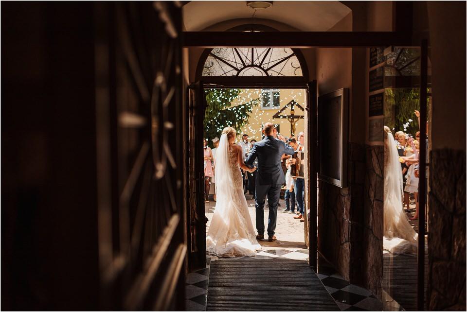 poroka vinski dvor deu maj spomlad porocni fotograf fotografiranje rustika romantika nika grega narava organska poroka zaroka slovenija 0034.jpg