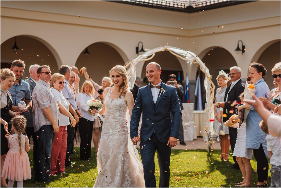 poroka vinski dvor deu maj spomlad porocni fotograf fotografiranje rustika romantika nika grega narava organska poroka zaroka slovenija 0046.jpg