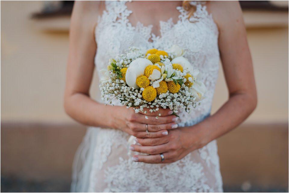 poroka vinski dvor deu maj spomlad porocni fotograf fotografiranje rustika romantika nika grega narava organska poroka zaroka slovenija 0049.jpg