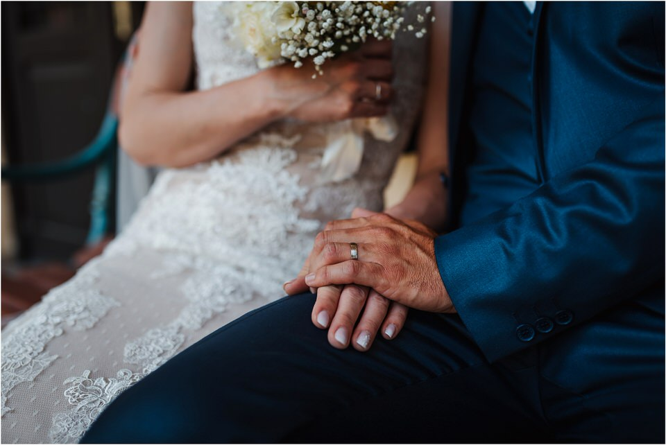 poroka vinski dvor deu maj spomlad porocni fotograf fotografiranje rustika romantika nika grega narava organska poroka zaroka slovenija 0054.jpg