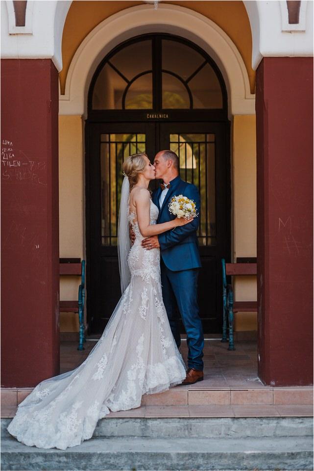 poroka vinski dvor deu maj spomlad porocni fotograf fotografiranje rustika romantika nika grega narava organska poroka zaroka slovenija 0055.jpg