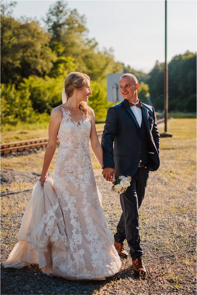 poroka vinski dvor deu maj spomlad porocni fotograf fotografiranje rustika romantika nika grega narava organska poroka zaroka slovenija 0061.jpg