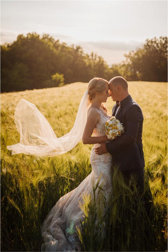 poroka vinski dvor deu maj spomlad porocni fotograf fotografiranje rustika romantika nika grega narava organska poroka zaroka slovenija 0065.jpg