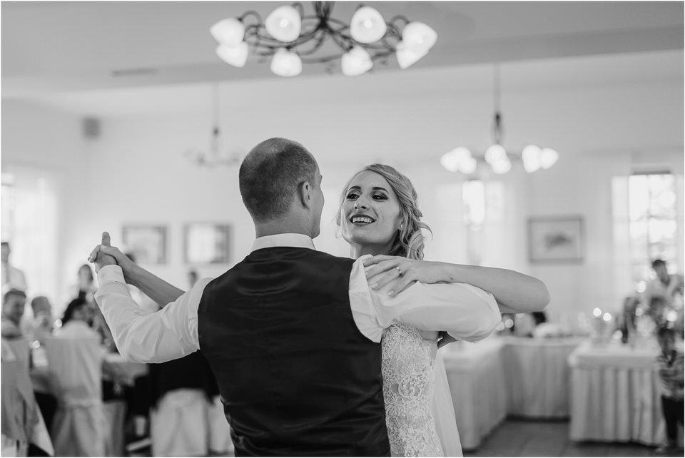 poroka vinski dvor deu maj spomlad porocni fotograf fotografiranje rustika romantika nika grega narava organska poroka zaroka slovenija 0071.jpg