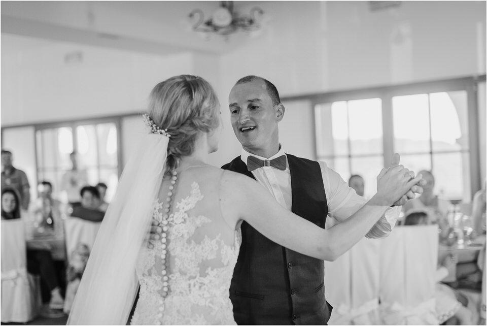 poroka vinski dvor deu maj spomlad porocni fotograf fotografiranje rustika romantika nika grega narava organska poroka zaroka slovenija 0073.jpg
