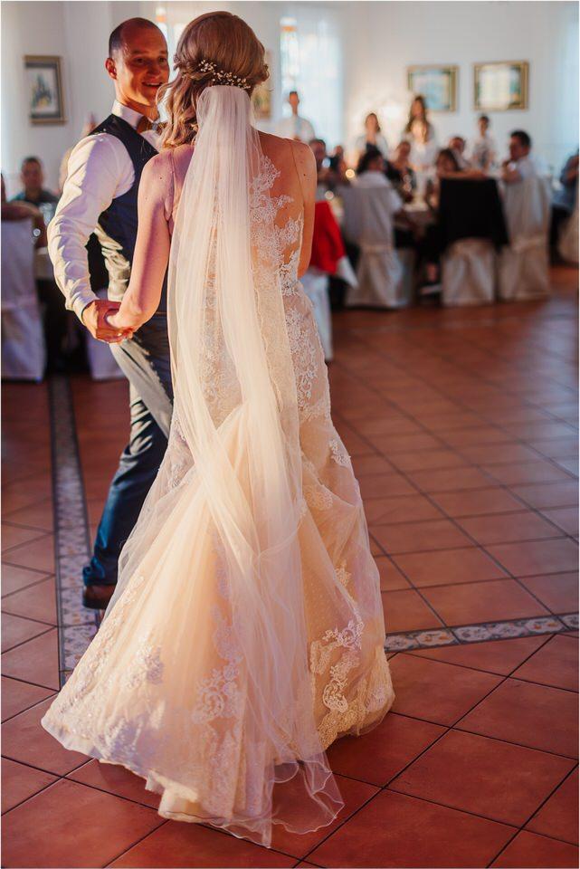 poroka vinski dvor deu maj spomlad porocni fotograf fotografiranje rustika romantika nika grega narava organska poroka zaroka slovenija 0072.jpg