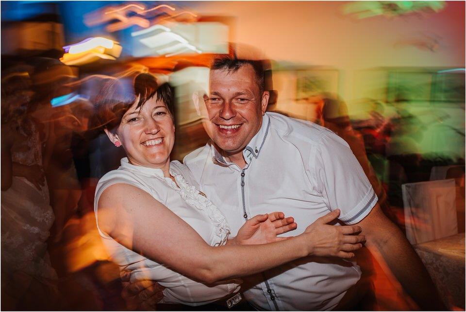 poroka vinski dvor deu maj spomlad porocni fotograf fotografiranje rustika romantika nika grega narava organska poroka zaroka slovenija 0079.jpg