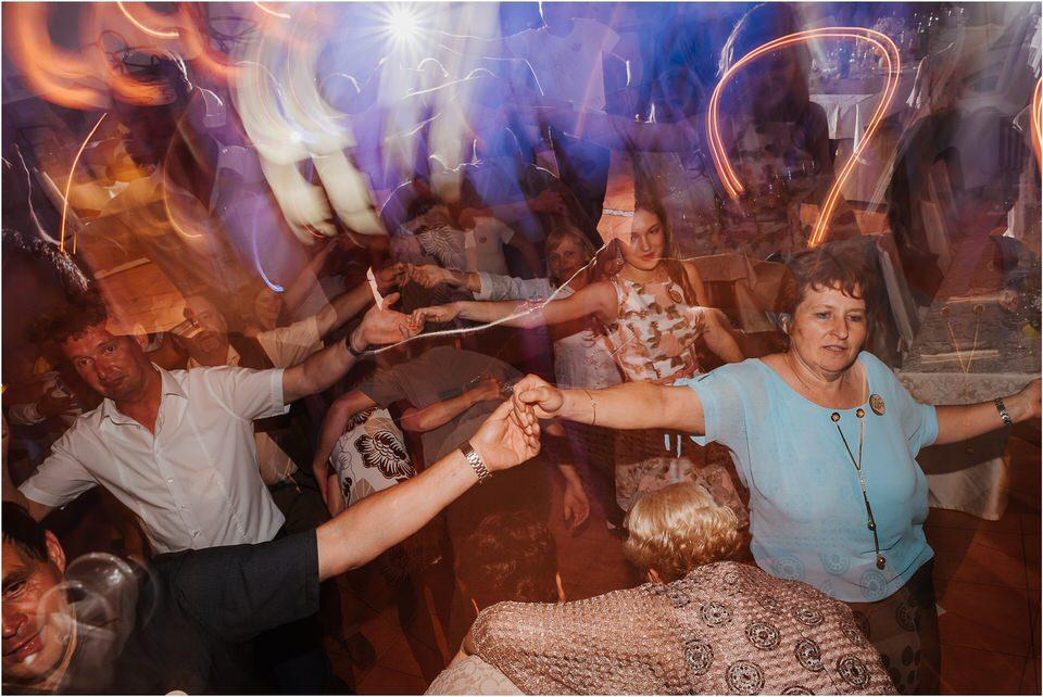 poroka vinski dvor deu maj spomlad porocni fotograf fotografiranje rustika romantika nika grega narava organska poroka zaroka slovenija 0078.jpg