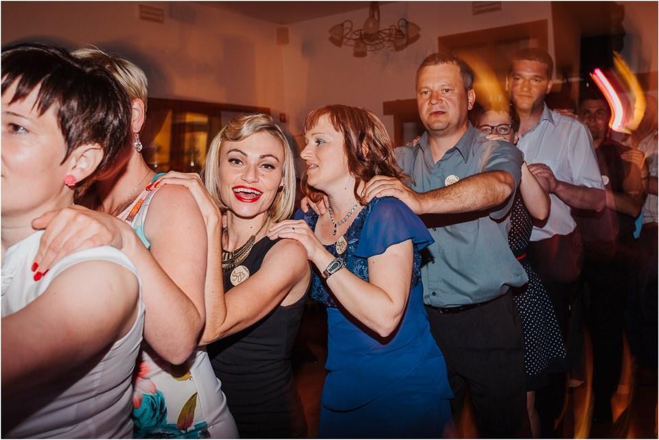 poroka vinski dvor deu maj spomlad porocni fotograf fotografiranje rustika romantika nika grega narava organska poroka zaroka slovenija 0080.jpg