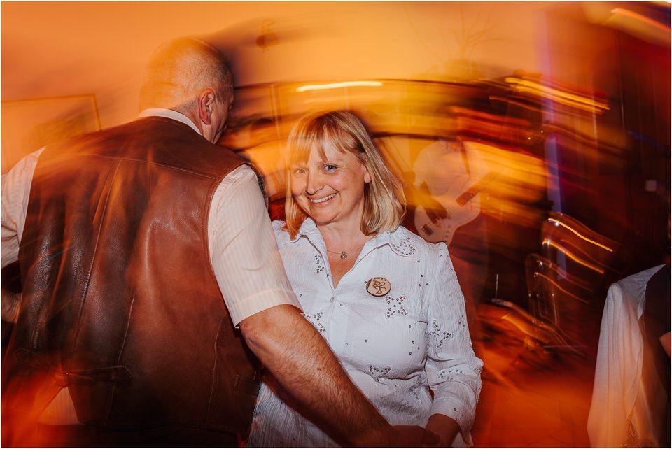 poroka vinski dvor deu maj spomlad porocni fotograf fotografiranje rustika romantika nika grega narava organska poroka zaroka slovenija 0083.jpg