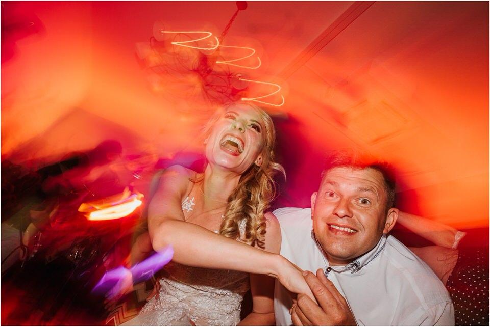 poroka vinski dvor deu maj spomlad porocni fotograf fotografiranje rustika romantika nika grega narava organska poroka zaroka slovenija 0084.jpg