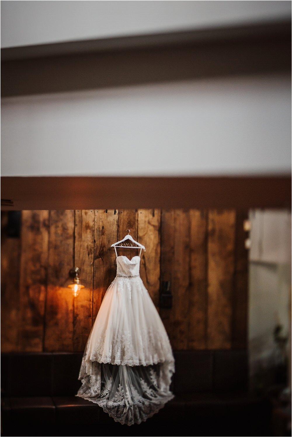 zicka kartuzija poroka porocni fotograf fotografija luka in ben loce elegantna poroka slovenski porocni fotograf  0002.jpg