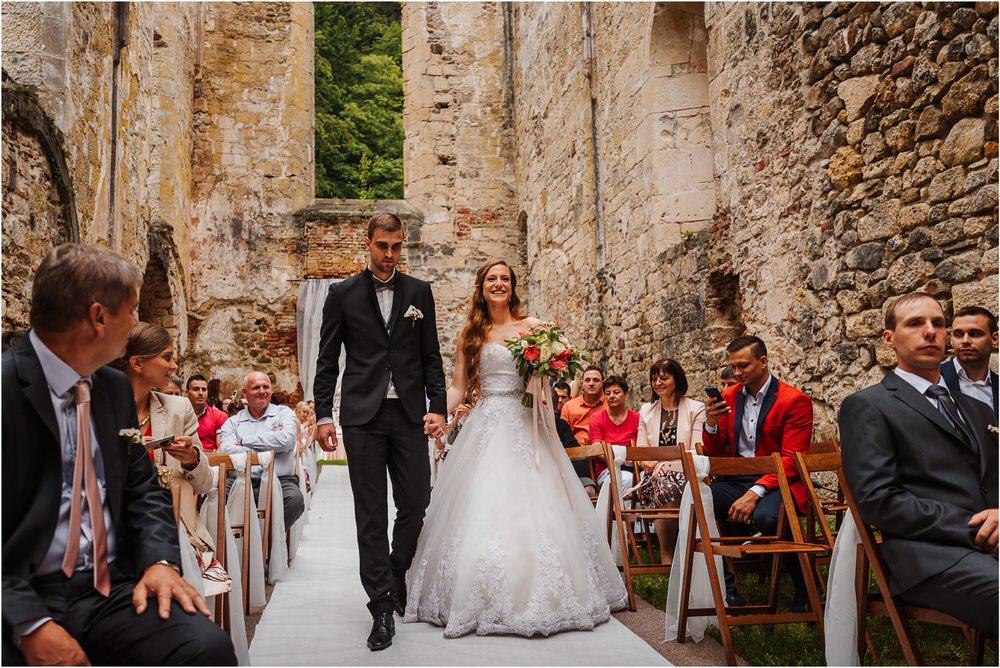 zicka kartuzija poroka porocni fotograf fotografija luka in ben loce elegantna poroka slovenski porocni fotograf  0055.jpg