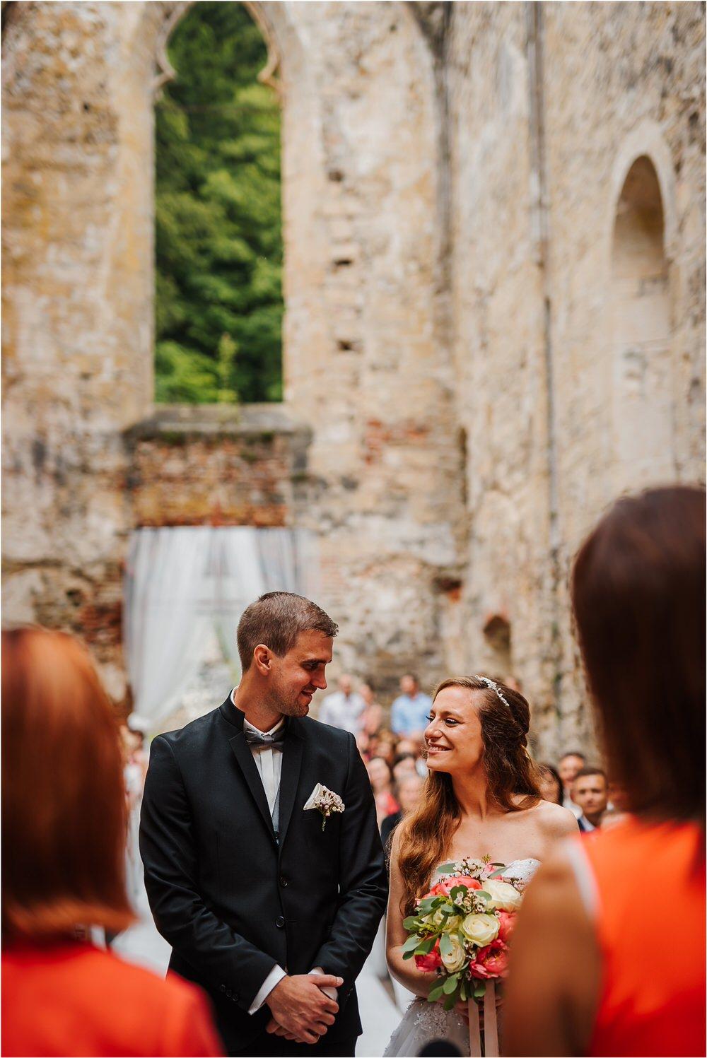 zicka kartuzija poroka porocni fotograf fotografija luka in ben loce elegantna poroka slovenski porocni fotograf  0056.jpg