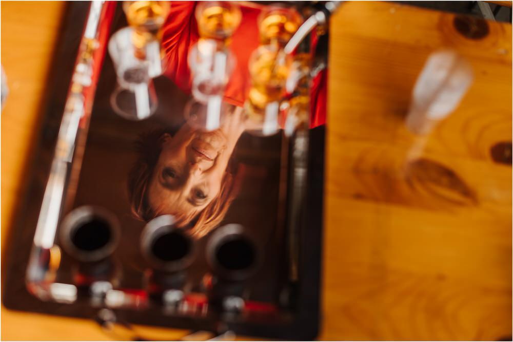 skedenj poroka porocni fotograf fotografiranje elegantna poroka rustikalna poroka pod kozolcem pcakes velesovo mdetail nika grega 0011.jpg