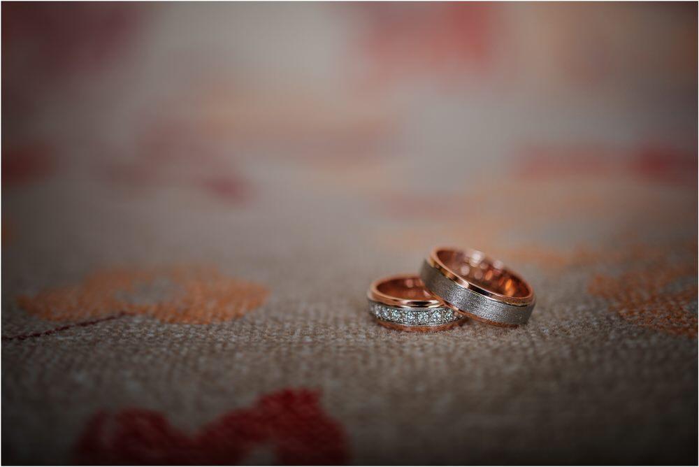 skedenj poroka porocni fotograf fotografiranje elegantna poroka rustikalna poroka pod kozolcem pcakes velesovo mdetail nika grega 0015.jpg