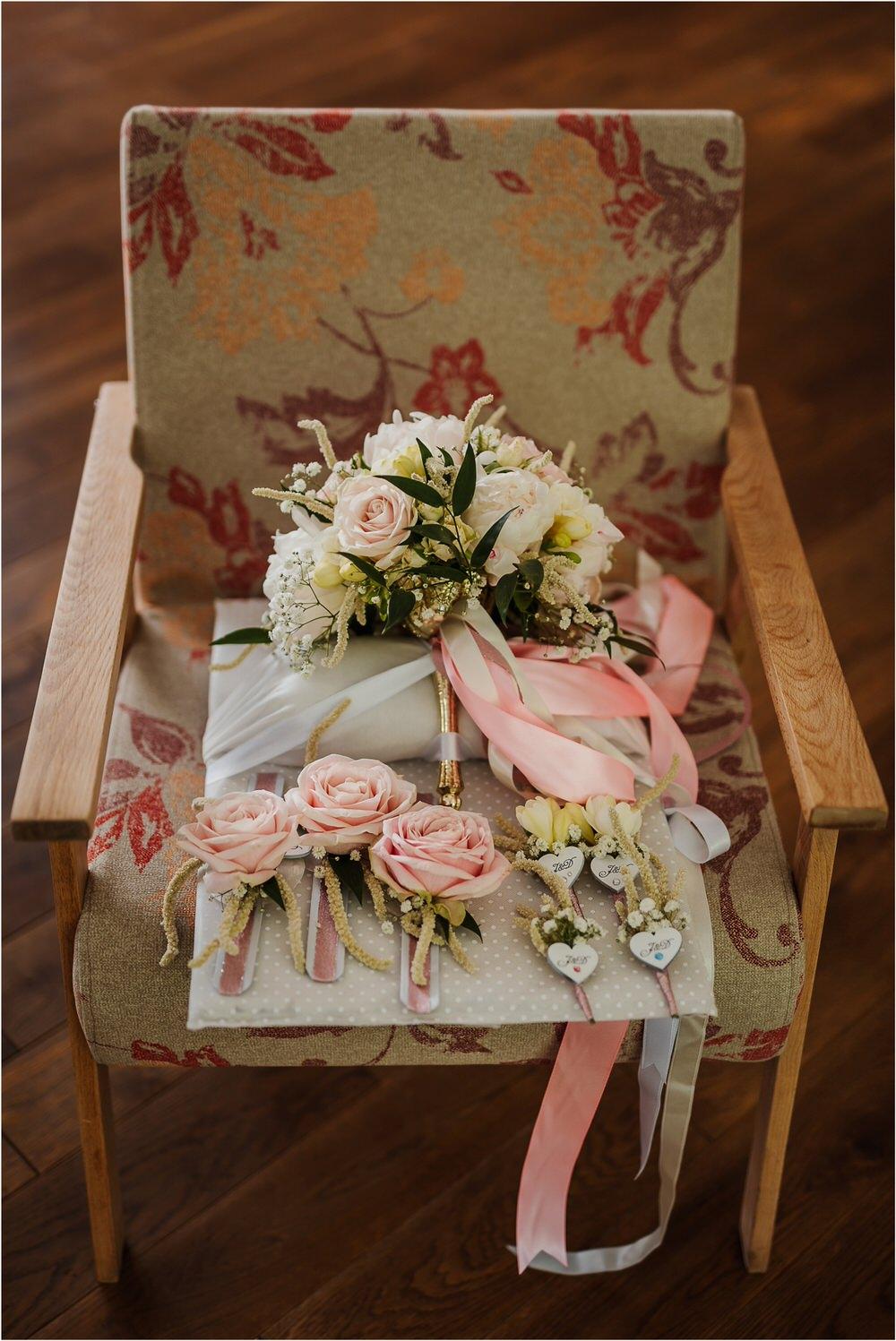 skedenj poroka porocni fotograf fotografiranje elegantna poroka rustikalna poroka pod kozolcem pcakes velesovo mdetail nika grega 0016.jpg