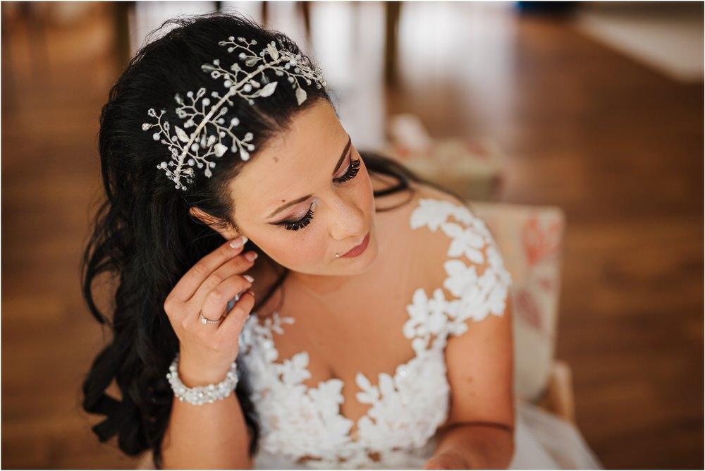 skedenj poroka porocni fotograf fotografiranje elegantna poroka rustikalna poroka pod kozolcem pcakes velesovo mdetail nika grega 0024.jpg