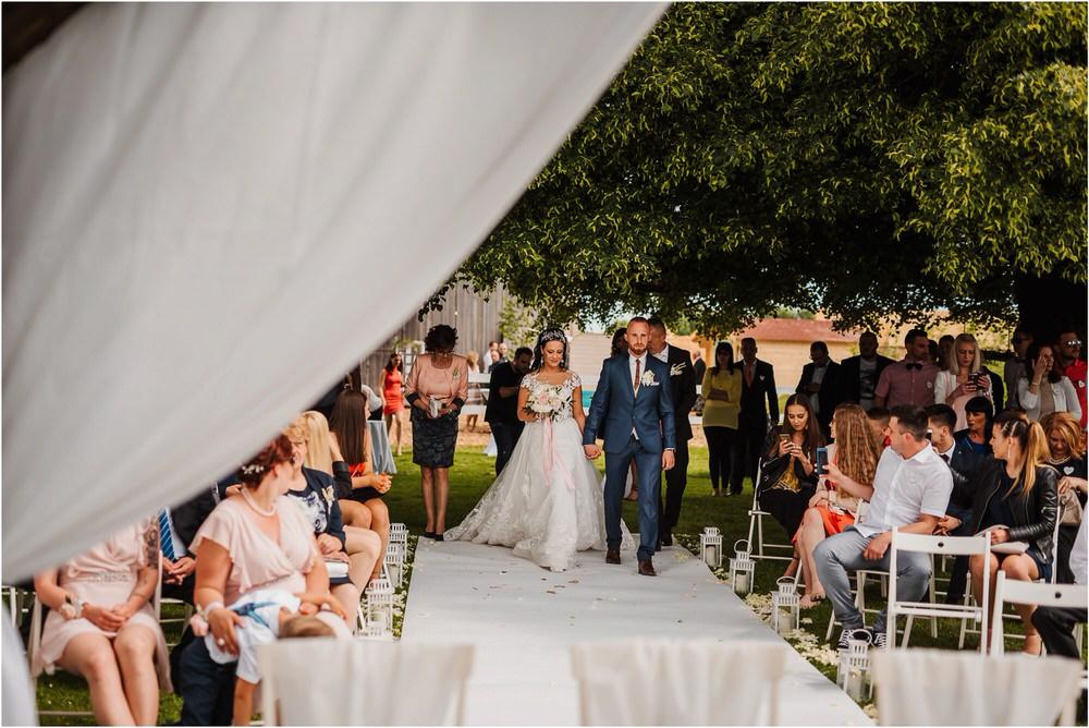 skedenj poroka porocni fotograf fotografiranje elegantna poroka rustikalna poroka pod kozolcem pcakes velesovo mdetail nika grega 0053.jpg