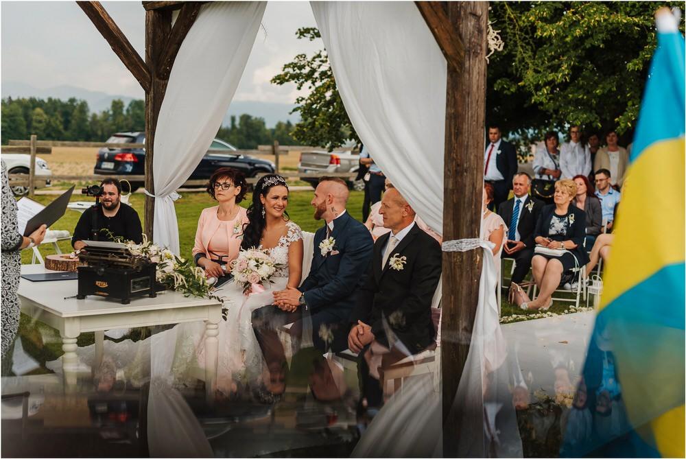 skedenj poroka porocni fotograf fotografiranje elegantna poroka rustikalna poroka pod kozolcem pcakes velesovo mdetail nika grega 0055.jpg