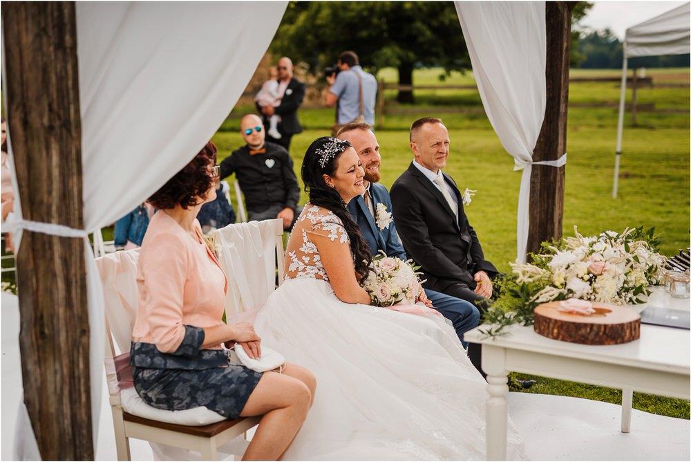 skedenj poroka porocni fotograf fotografiranje elegantna poroka rustikalna poroka pod kozolcem pcakes velesovo mdetail nika grega 0058.jpg