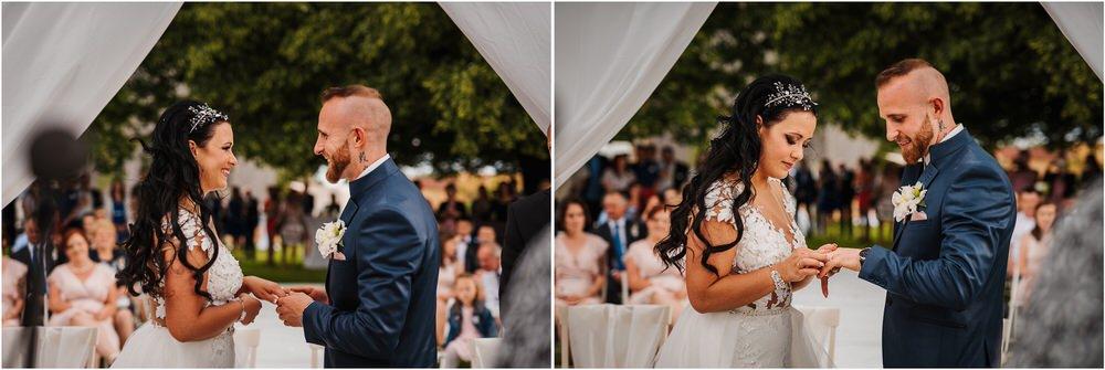skedenj poroka porocni fotograf fotografiranje elegantna poroka rustikalna poroka pod kozolcem pcakes velesovo mdetail nika grega 0059.jpg