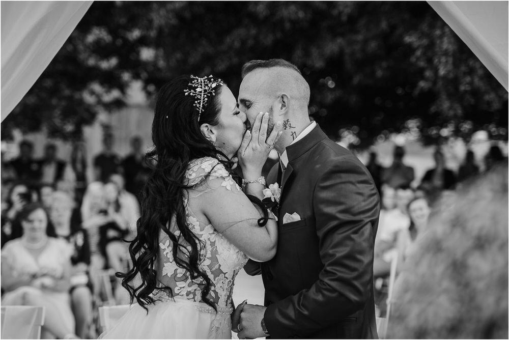 skedenj poroka porocni fotograf fotografiranje elegantna poroka rustikalna poroka pod kozolcem pcakes velesovo mdetail nika grega 0060.jpg